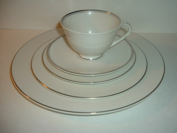Royal Doulton Argenta 5 Piece Placesetting Plates Cup Saucer