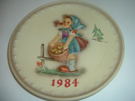 Hummel 1984 Girl with Basket of Apples Annual Plate