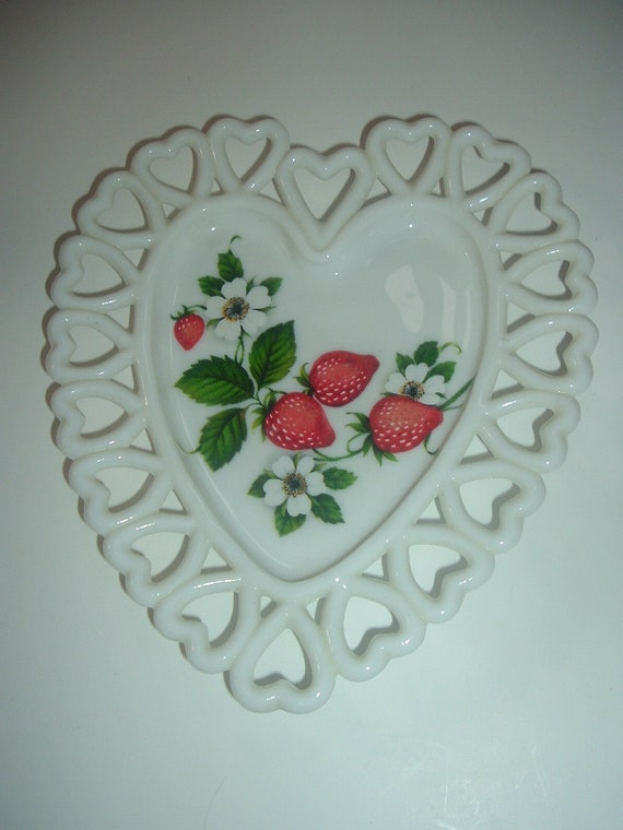 Westmoreland Strawberry Decal Heart Dish
