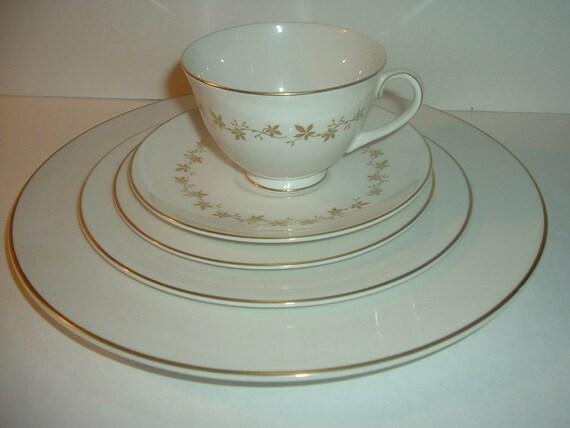 Royal Doulton Citadel 5 Piece Placesetting Plates Cup Saucer