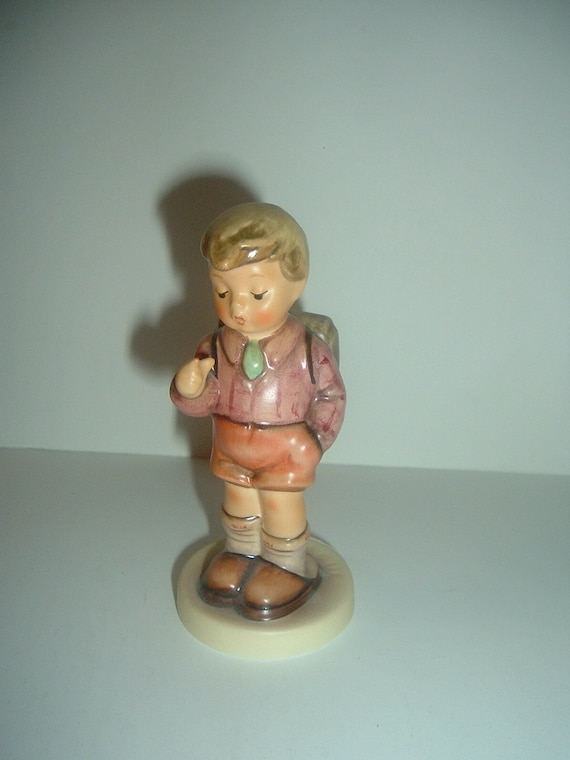 Hummel HUM 555 One Two Three (eins, zwei, drei) Boy Figurine TMK 7