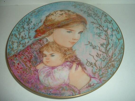 Edwin Knowles Emily & Jennifer Mothers Day plate by Edna Hibel Plate 1986