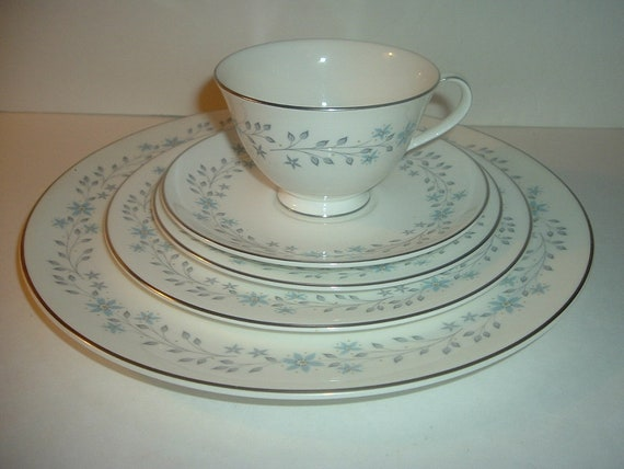 Royal Doulton Chalet 5 Piece Placesetting Plates Cup Saucer