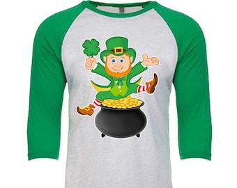 Leprechaun sitting on a pot of Gold - Unisex Tri-Blend 3/4 Sleeve Raglan Baseball T-Shirt - Sizes XS-3XL in 14 Colors!