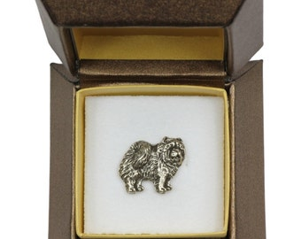 NEW, Chow chow, dog pin, in casket, limited edition, ArtDog