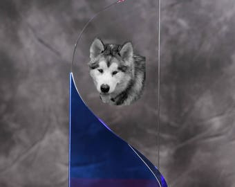 Alaskan Malamute- crystal statue in the likeness of the dog