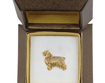 NEW, English Cocker Spaniel dog pin, in casket, gold plated, limited edition, ArtDog