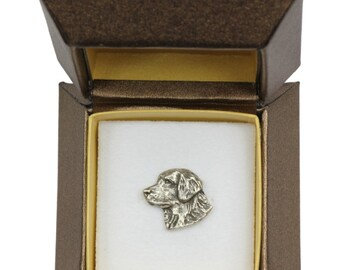 NEW, Golden Retriever (head), dog pin, in casket, limited edition, ArtDog