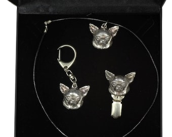 NEW, Chihuahua Smoothhaired, dog keyring, necklace and clipring in casket, DELUXE set, limited edition, ArtDog . Dog keyring for dog lovers