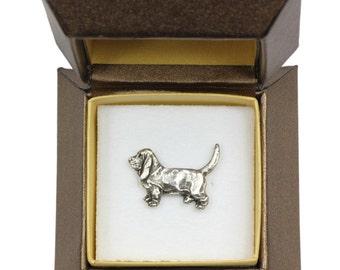 NEW, Basset Hound, dog pin, in casket, limited edition, ArtDog