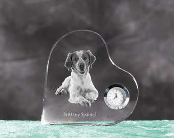 Brittanyspaniel - crystal clock in the shape of a heart with the image of a pure-bred dog.