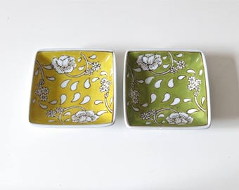2 Vintage small cups