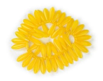 Yellow opaline medium size 16 x 5mm daggers. Set of 25, 50 or 100.