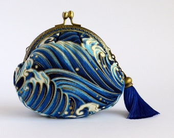 """Hand crafted gold embossed """"waves"""" Japanese coin purse with sparkly diamonte kiss lock frame - collectable #0012"""