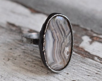 Crazy lace agate  with hammered flat ring in size 7,2 US (55mm)