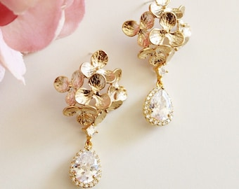 Hydrangea Floral Bridal Earrings, Vintage Style Romantic Wedding, Crystal Dangle Drop Earrings, E208