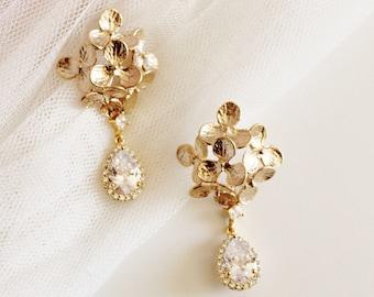 Hydrangea Floral Bridal Earrings, Vintage Style Romantic Wedding, Crystal Dangle Drop Earrings, E208