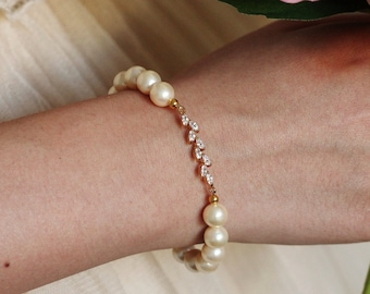 Pearl Bracelet, Gold Leaf Bracelet, Bridesmaid Bracelet, Bridesmaid Proposal, Stretchy Bracelet, Wedding Party Bridesmaid Gift B108