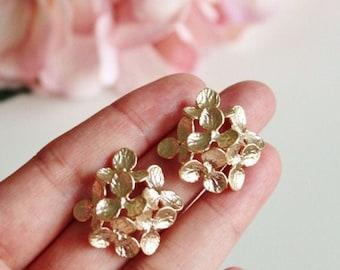 Gold Hydrangea Earrings, Gold Flower Stud Earrings Mothers Day Birthday Gift For Her Mom Best Friend Sister Bridesmaid Spring Wedding E208