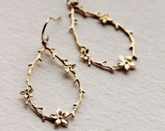 Gold Filled Twig and Flower Earrings, Rustic Wedding Bridesmaid Gift, Woodland Earrings E301