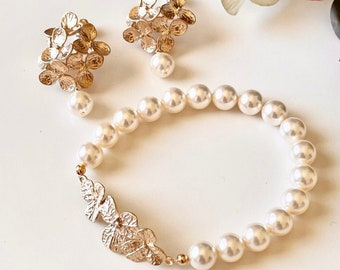 Gold Floral Bridal Earrings and Bracelet Set, Pearl Wedding Earrings and Bracelet Set, Garden Wedding Jewelry Bridesmaid Gifts Set S301