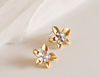 Delicate Gold Flower Earrings, Bridal Stud Earrings, Gold Stud Earrings, Swarovski Crystal Studs, Wedding Bridesmaid Stud Earrings E211
