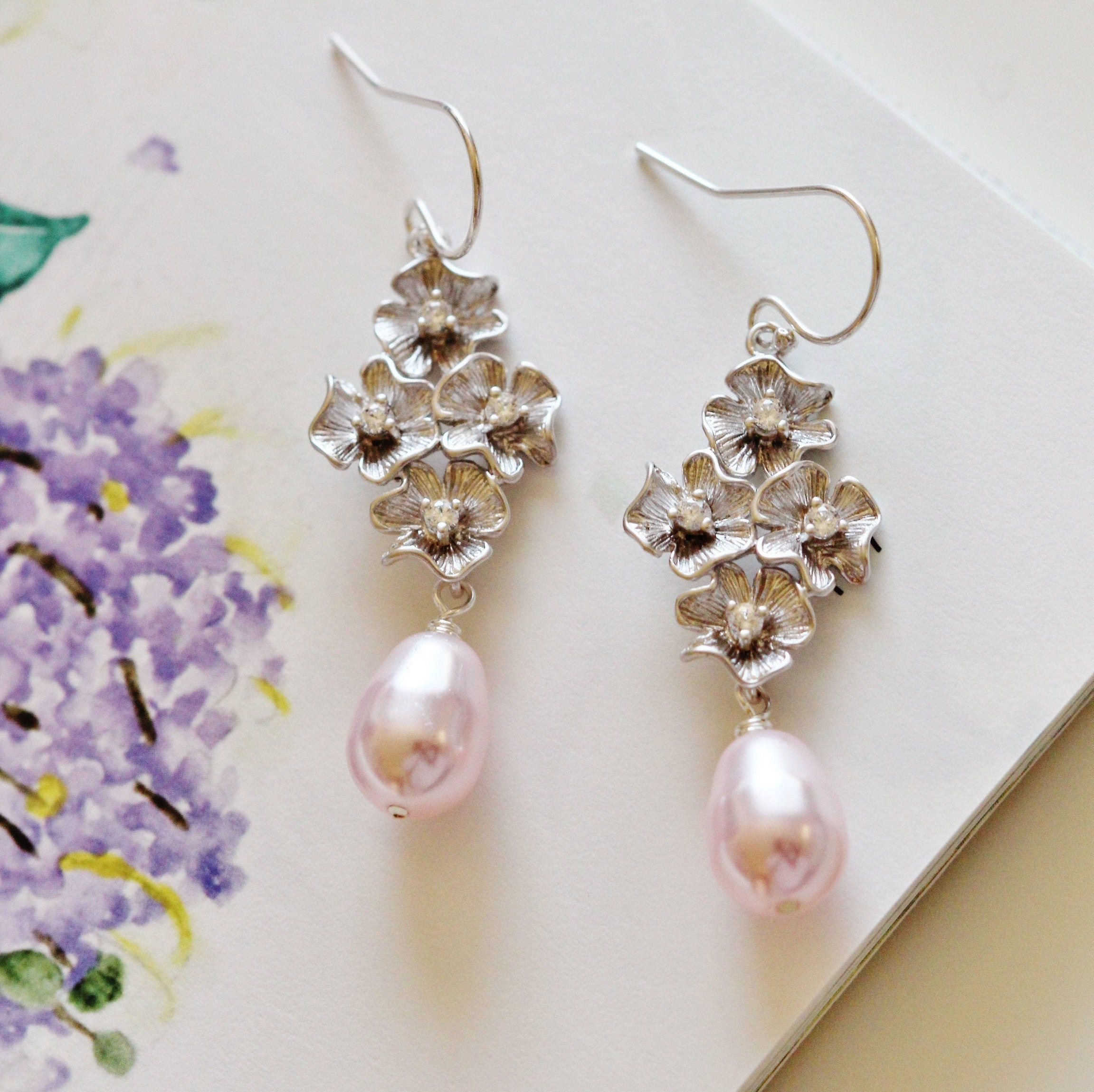 Pearl Flower Earrings Mother of Pearl and Gold Flower Earrings Bridesmaid Gifts Dainty Gold Earring Floral Gold Earrings Spring Jewelry