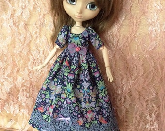 Blue victorian floral cotton and bird inspired dress for Pullip dolls or similar sizes