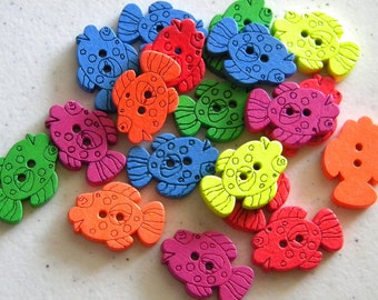 10 Wooden Fish Buttons