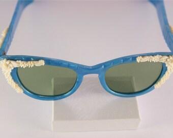 Cat Eye Sunglasses Blue Vintage Sunglasses 1960s Cat Eye Plastic Glasses White Flower Decor Sunglasses Retro Blue Sun Glasses Tinted Lenses