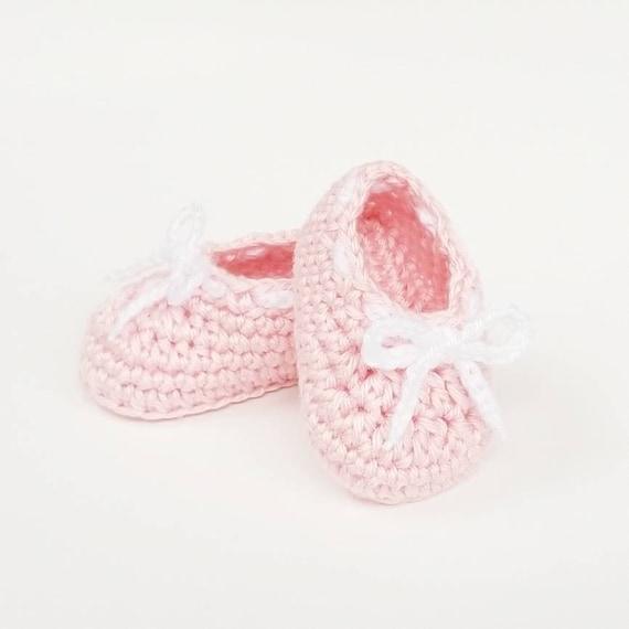 chaussures de sport 38bab 28f5b Crochet chaussons bébé, fille nouveau-né rose chaussures, chaussures de  princesse, chaussures bébé, cadeau de Shower de bébé, chaussons, ...