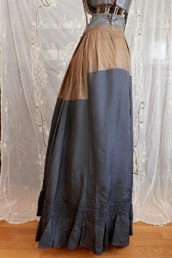 Antique Victorian Black Silk Bustle Skirt - 1890s… - image 4