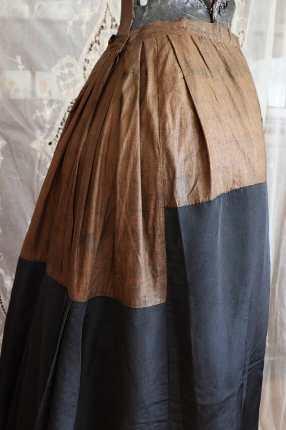 Antique Victorian Black Silk Bustle Skirt - 1890s… - image 9
