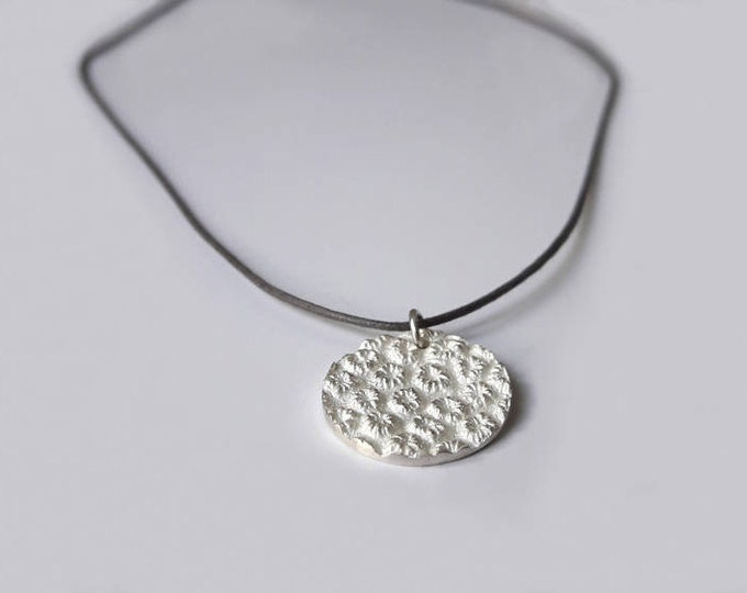Pendant in silver or gold 18 k, Medal, flower print