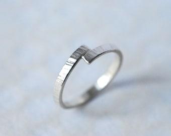Anneau entrecroisé en argent, anneau empilable martelé mixte