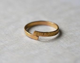 Hammered gold ring 18 K, fine ring, wedding ring
