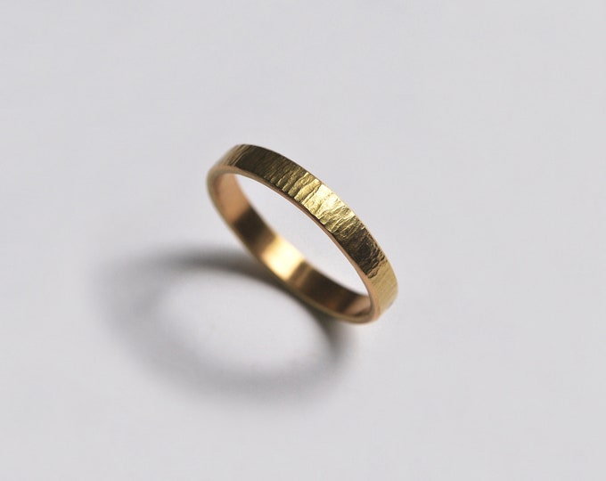 18-carat yellow gold hammered ring, women's or men's ring, wedding ring