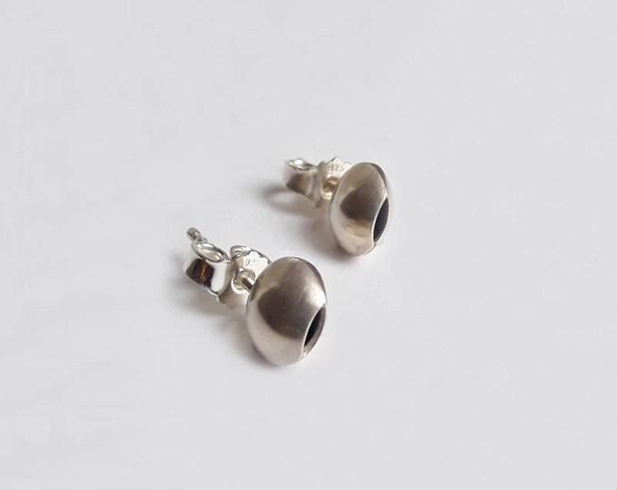 Earrings in silver or gold 18 k, button