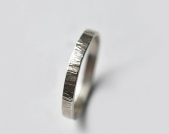 Ring hammered in silver or 18K gold