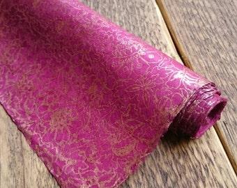 Handgemachte Blumen Geschenkverpackung. Magenta & Kupfer. Nepalesische Lokta-Papier. 75 x 50cm.