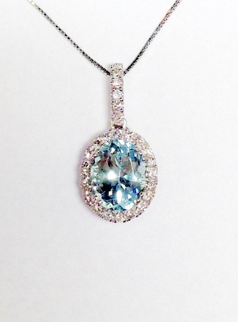 9cb1c5cc0485 Piedra preciosa aguamarina Halo Oval oro blanco diamante