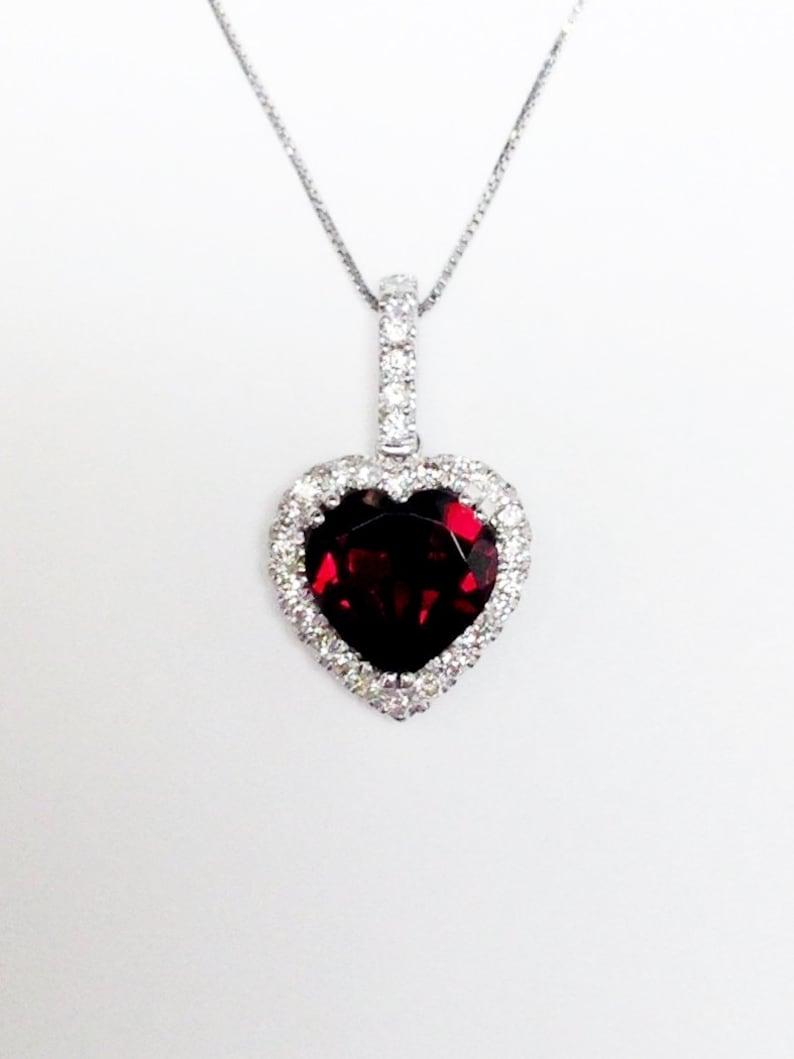 29f1de74f82e Piedra preciosa granate corazón Halo oro blanco diamante