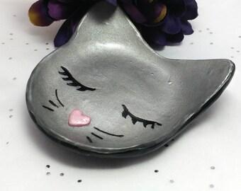 Cat ring dish, Cat lover gift, Cat ring holder, Ring dish holder, Jewelry dish, Cat jewelry bowl, handmade cat ring dish, Cat trinket dish