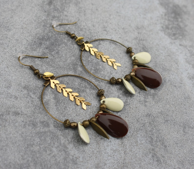 Earrings Creoles sequins enamelled bronze gilt brass brown white cream charms drop feather chain mesh COB