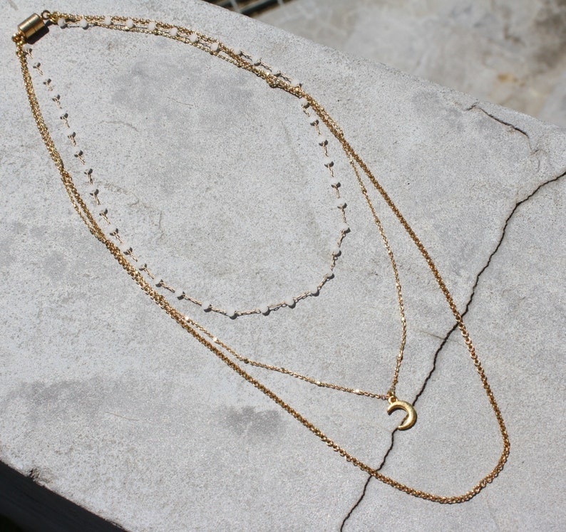Necklace 3 rows boho antique gilded brass chain white white moon horn beaded facet Jewel handmade Woman Unique Creator