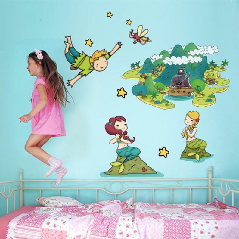 Adesivi Murali Peter Pan.R00163 Wall Sticker For Kids Printed On Wallpaper Peter Pan And Campanellino