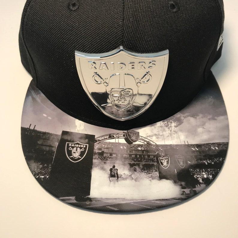 Oakland Raiders Snapback Grande Finale Metal Badge image 0