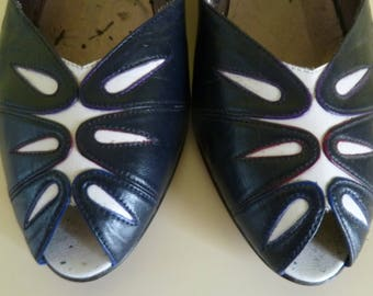 Cute 80s white and blue vintage peep toes  t39/ UK 6