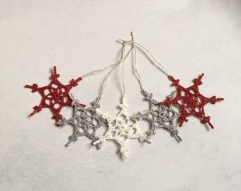 Crochet snowflake Christmas tree decor. Snowflake tree decorations in white, grey and red. Crochet snowflakes. Scandi decor.