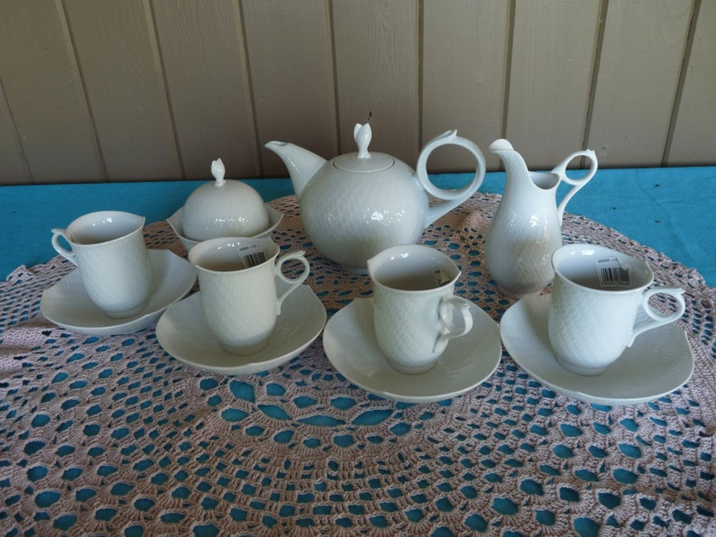Meissen Germany - Weifs Wave White shape Waves Relief - TEAPOT SERVICE SET  Set including 4 Cup & Saucer Sets - Clean Crossed Swords Mark